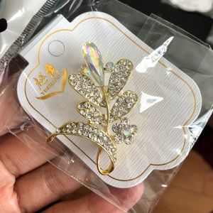 Jewelry - New pins